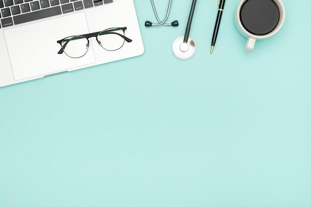 Fundo de saúde médico. objetos planos leigos com espaço de cópia