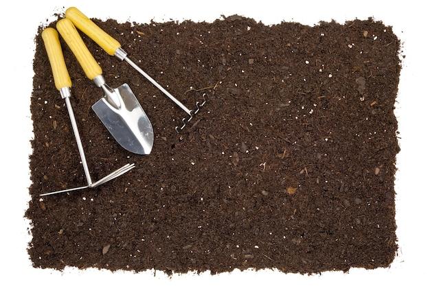Fundo de solo de jardim isolado com ferramentas