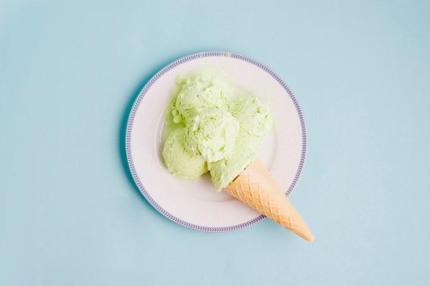 Fundo de sorvete com gelo no prato