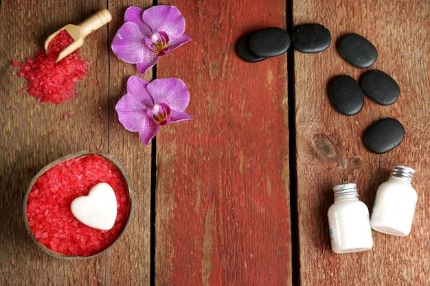 Fundo de spa com orquídea, sal vermelho para banhos de coco