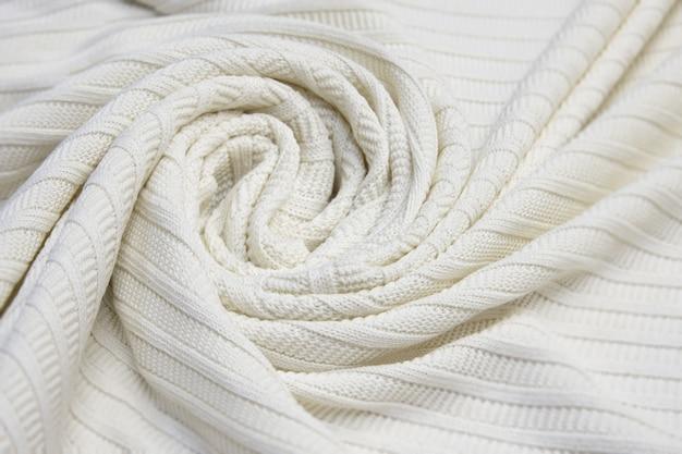 Fundo de tecido de algodão marfim. feche acima do fundo da textura do tecido de algodão do marfim. malha texturizada branca. foco seletivo. vista do topo.
