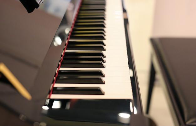 Fundo de teclado de piano com foco seletivo