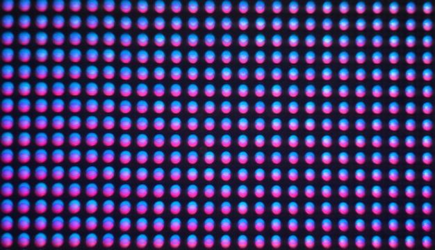 Fundo de tela digital. monitor de tela colorida ou tv com pixels de falha e leds de perto.