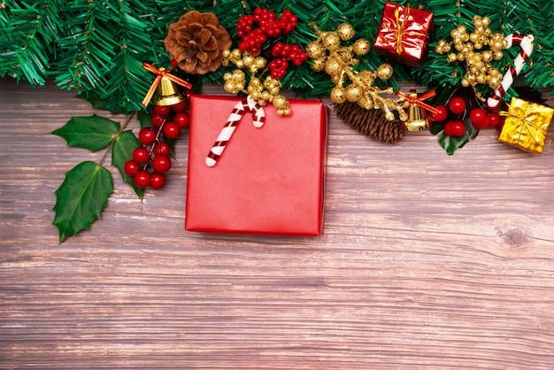 Fundo de temporada de natal e feliz ano novo caixa de presente