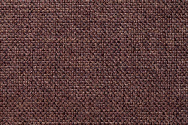 Fundo de têxteis marrom escuro com padrão quadriculada, closeup. estrutura da macro de tecido.