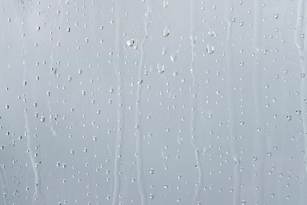 Fundo de textura de água, janela chuvosa em dia nublado