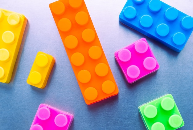 Fundo de textura de blocos de construção de plástico em cores