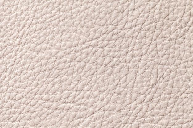 Fundo de textura de couro bege bege claro com padrão, closeup.