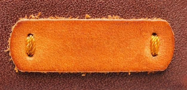 Fundo de textura de etiqueta de couro marrom em branco