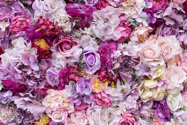 Fundo de textura de flor para cena de casamento. rosas, peônias e hortênsias, flores artificiais na parede.