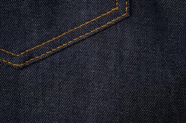 Fundo de textura de jeans azul escuro com bolso.