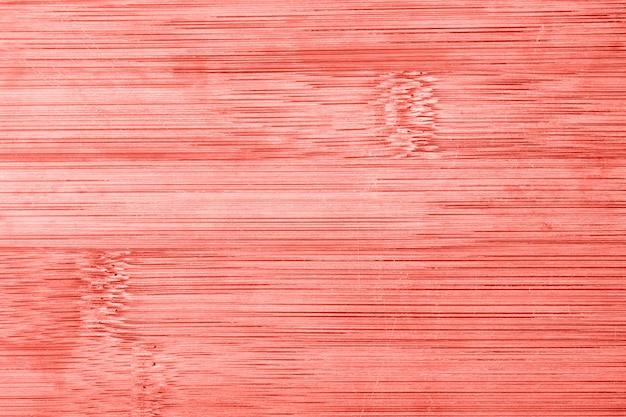 Fundo de textura de madeira de bambu velho. imagem em tons de coral viva.