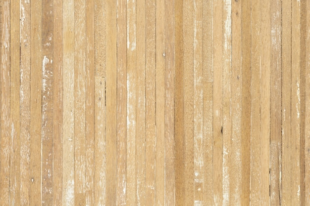Fundo de textura de madeira de pranchas de madeira riscadas velhas na luz - cor bege amarela com algumas rachaduras.