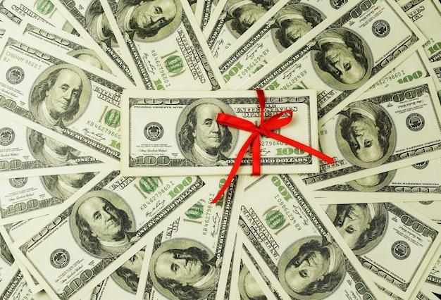 Fundo de um monte de notas de dinheiro 100 dólares