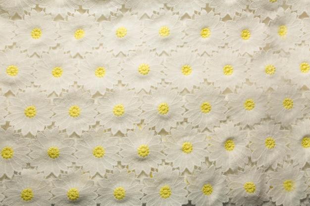 Fundo de vestido bordado de renda. foto de close