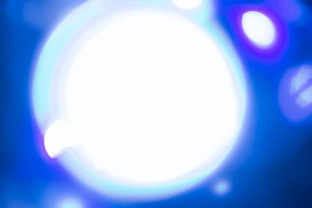Fundo desfocado abstrato com luzes azuis