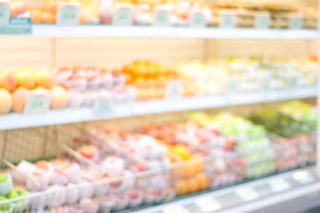 Fundo desfocado, supermercado de borrão em prateleiras de frutas frescas, fundo de mercearia