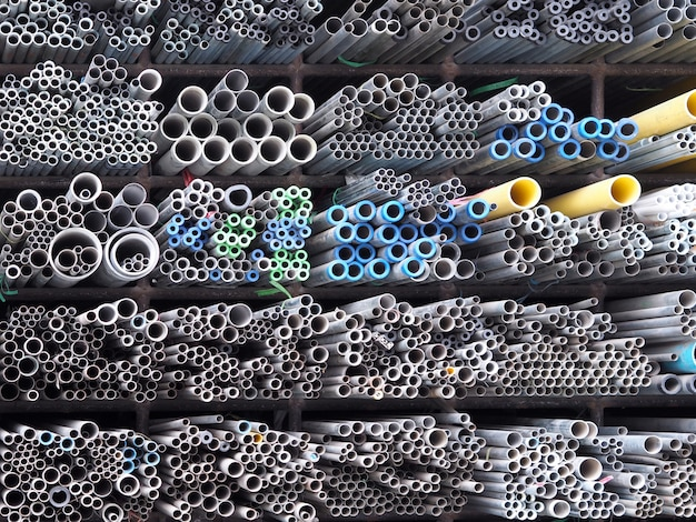 Fundo do armazenamento da pilha do material de tubulação de aço.