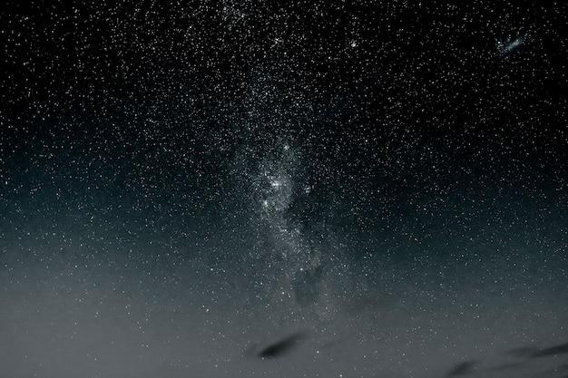 Fundo do céu à noite estrelada