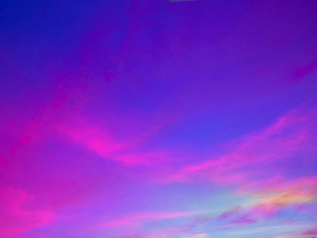 Fundo do céu crepuscular com céu colorido no fundo do crepúsculo