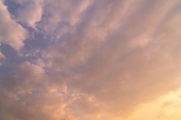 Fundo do céu por do sol