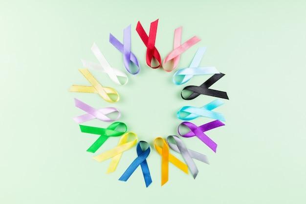 Fundo do dia mundial do câncer. fitas coloridas, conscientização do câncer. vista do topo