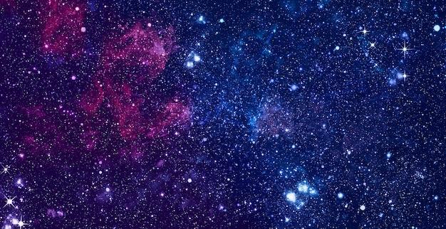 Fundo do espaço caótico. planetas, estrelas e galáxias no espaço sideral mostrando a beleza da exploração espacial.