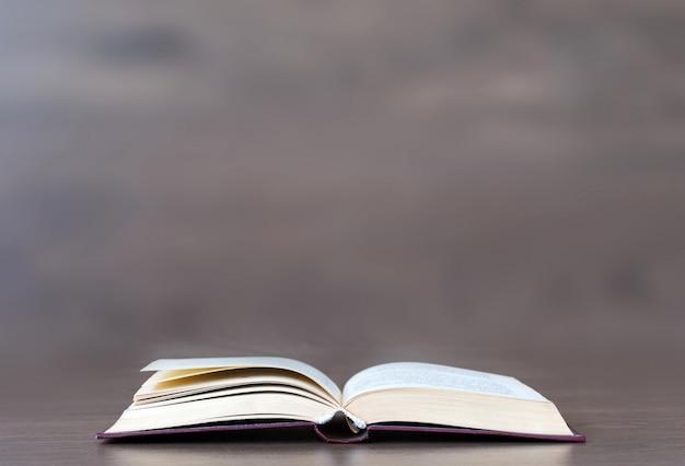 Fundo do livro aberto