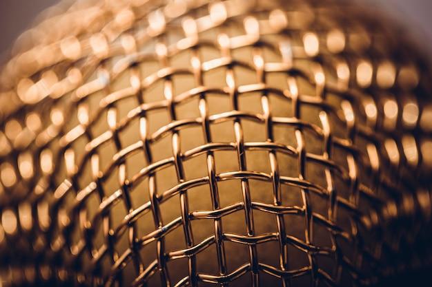 Fundo do metal da estrutura do orador, close-up. imagem de foco seletivo.