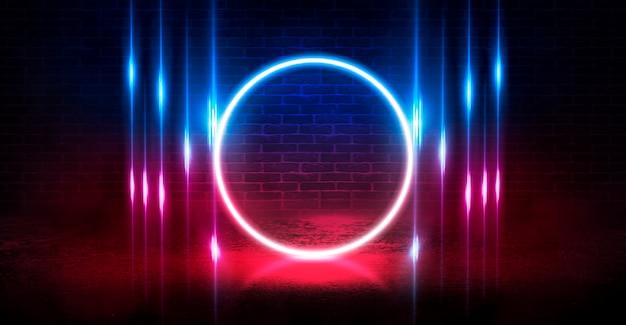 Fundo do palco vazio, quarto. reflexão no pavimento molhado, concreto. luzes desfocadas de néon. figura de círculo de néon no centro, fumaça
