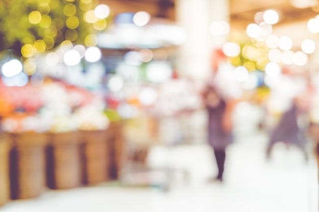 Fundo do supermercado do borrão da compra do cliente no borrão da mercearia com bokeh.