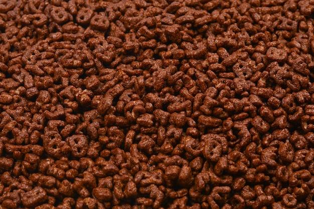 Fundo e textura de flocos de milho. vista do topo. caixa de cereais cornflake para o café da manhã.