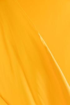 Fundo em branco véu amarelo