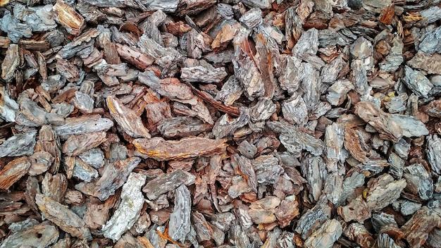 Fundo em forma de pedaços de casca de pinheiro marrom