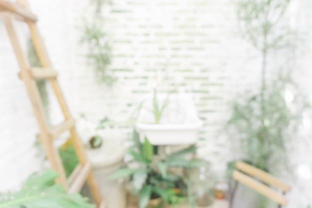 Fundo embaçado: jardim em ambiente de borrão de sala com bokeh. vintage filtrou a imagem.