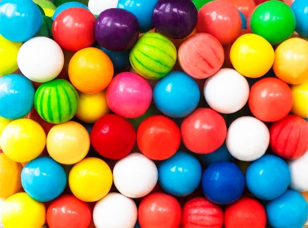 Fundo engraçado com bolas coloridas Foto Premium