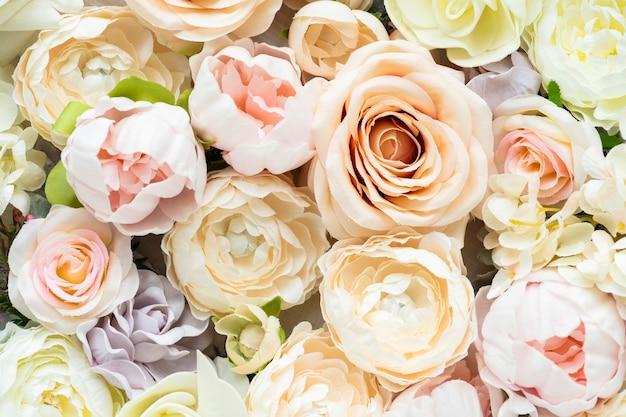 Fundo estampado com flores frescas em tons pastel