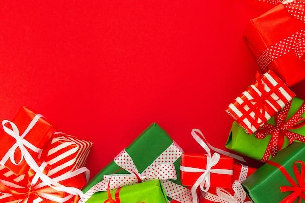 Fundo festivo com presentes coloridos