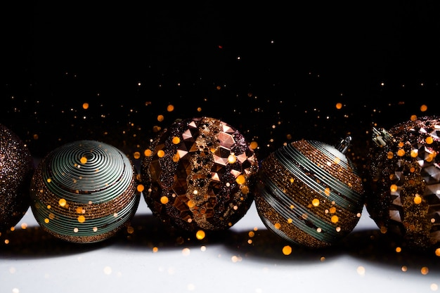 Fundo festivo das luzes do bokeh do natal. conceito de boas festas.