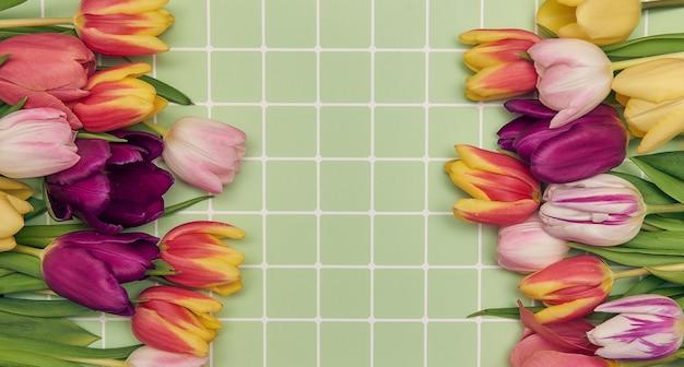 Fundo floral com espaço de cópia moldura plana de tulipas, dia das mães das mulheres