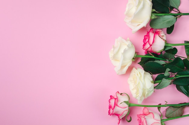 Fundo floral romântico. plano de fundo dia dos namorados na mesa-de-rosa.