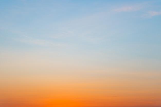 Fundo gradiente de cor azul e laranja com cópia para texto ou desenho