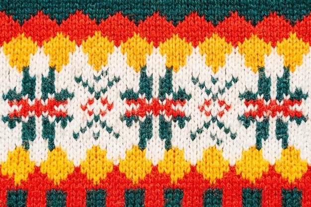 Fundo heterogêneo da textura da camisola do natal. textura de malha colorida