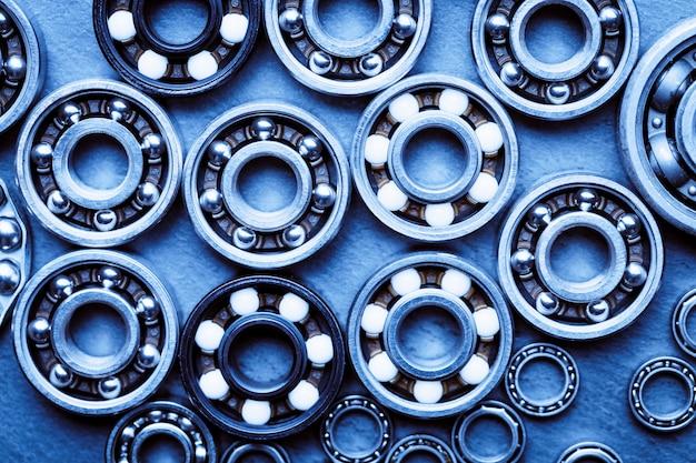 Fundo industrial de máquinas e tecnologia com grupo de vários rolamentos de esferas