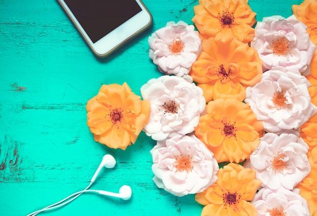 Fundo lindo de verão com rosas frescas
