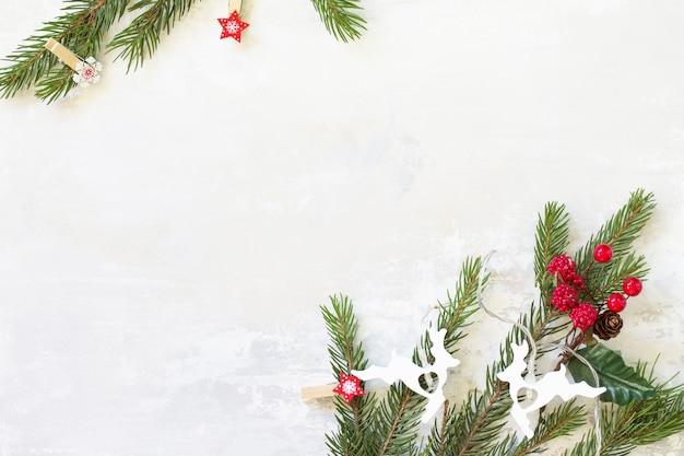 Fundo liso do conceito do natal. fundo de natal com espinha de peixe e decoração. espaço livre para seu texto.