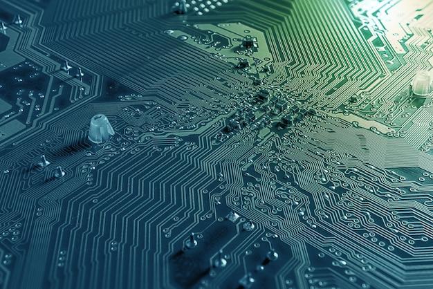 Fundo macro da placa de circuito e microchip na área de trabalho pc mainboard