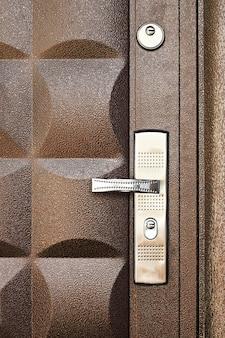 Fundo metálico da porta