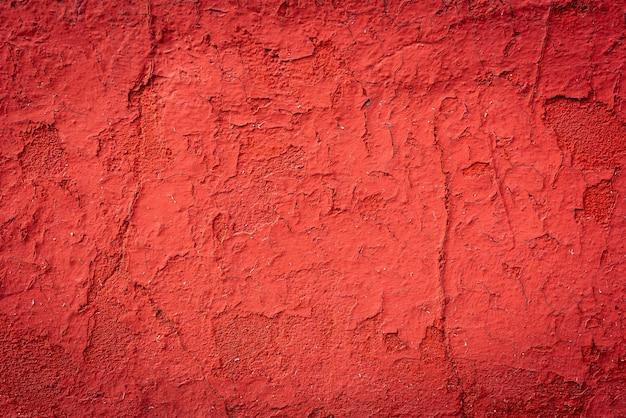 Fundo ou textura velha vermelha da parede de concreto rachada.