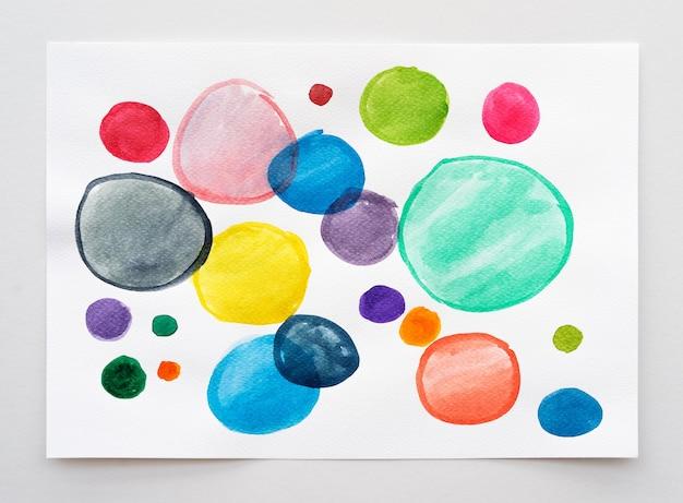 Fundo pintado à mão em aquarela abstrata. conjunto de coleção de pincel aquarela multicolorida. fechar-se.